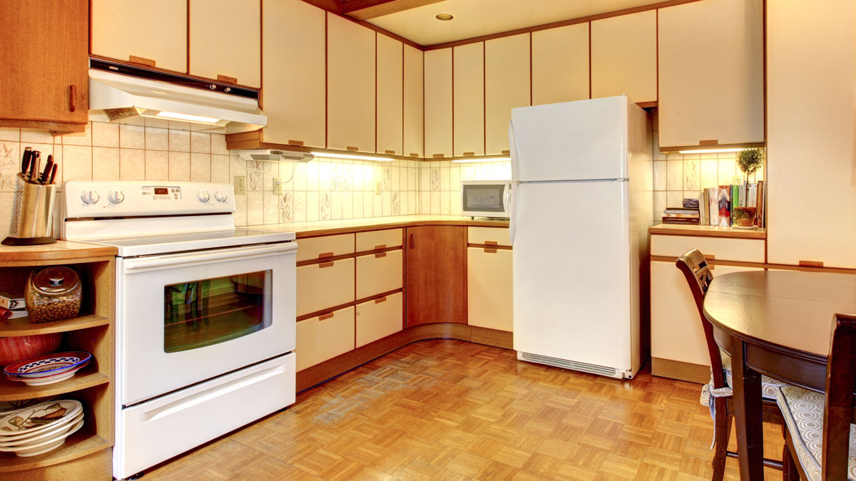 Top 5 Colors For Oak Kitchens Bungalow Home Staging ...